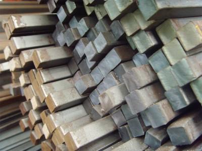 Производство металлического квадрата